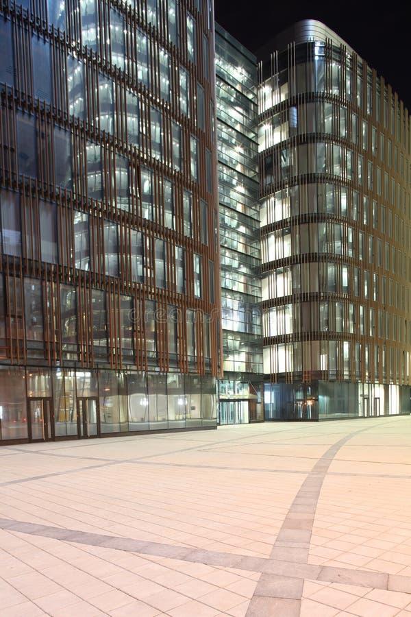 Download Здание с стеклянными стенами и сталью Стоковое Фото - изображение насчитывающей outdoors, характеристика: 33726208