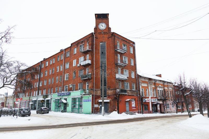 Здание с часами в историческом центре города на квадрате Ленина стоковые изображения rf