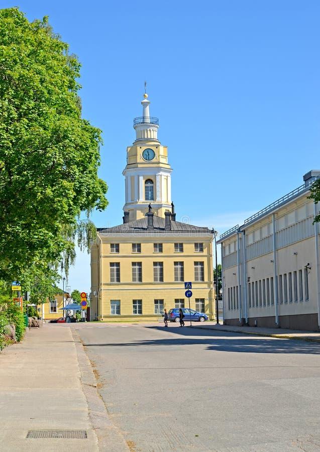Здание улицы Maariankatu ратуши города в долгосрочном плане st Паыля peter hamina Финляндии церков c 19 belfry стоковые фото