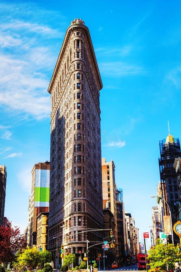 Здание Flatiron (более полное) в NYC в утре стоковые изображения rf