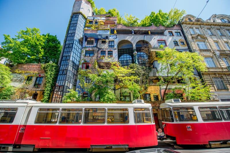 Здание Hunderwasser в вене стоковые изображения