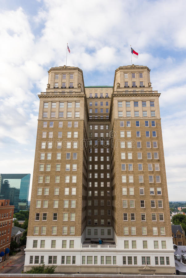 Download Здание Nissen редакционное стоковое изображение. изображение насчитывающей строя - 40588314