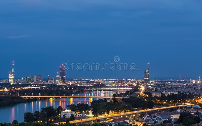 Здания и мосты около Дуная, реки стоковая фотография rf