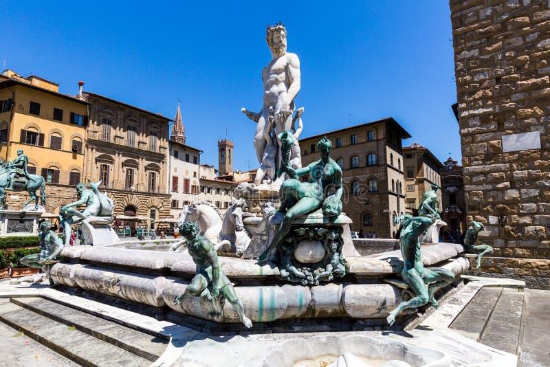 Здания и фонтан Нептуна на Signor della аркады стоковое фото rf