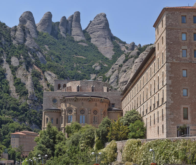 Download Здания монастыря Монтсеррата Стоковое Изображение - изображение насчитывающей доброжелательства, гора: 81814533
