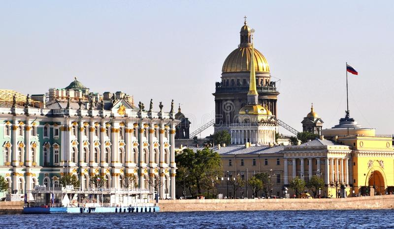 Здания Санкт-Петербург наземного ориентира, Россия стоковые фотографии rf