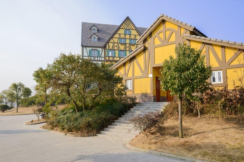 Здания стиля обочины экзотические европейские в солнечном утре зимы стоковые изображения