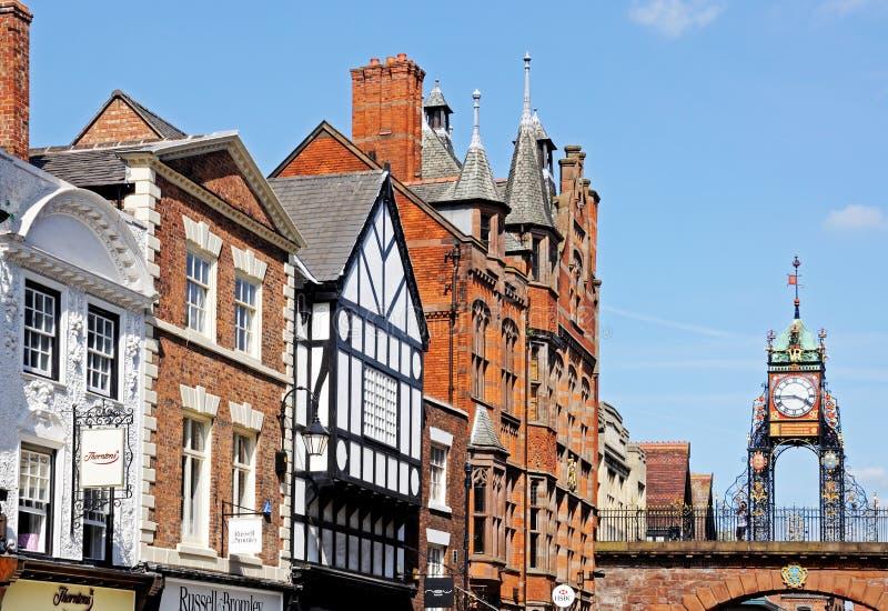 Здания улицы Eastgate и часы, Честер стоковая фотография rf