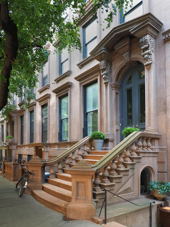 Здания brownstone Нью-Йорка стоковое изображение rf