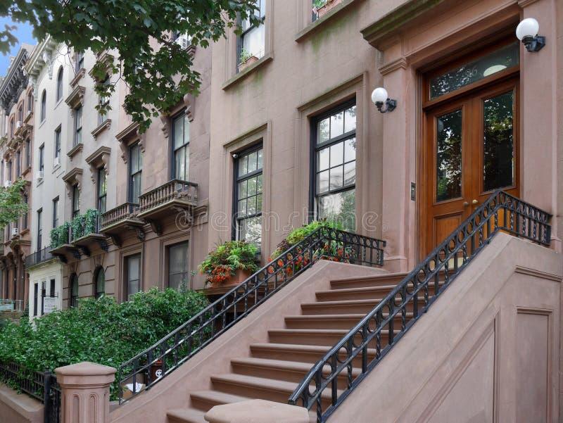 Здания brownstone Нью-Йорка стоковая фотография
