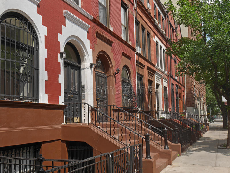 Здания brownstone Нью-Йорка стоковое фото rf