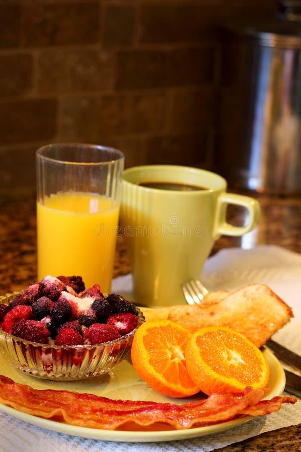Большая плита завтрака стоковая фотография