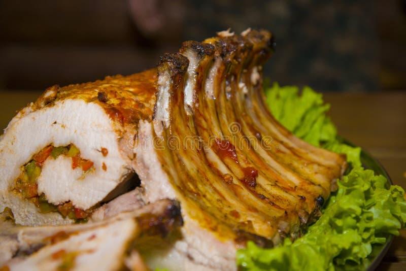 Здоровенная часть мяса заполненная с овощами стоковая фотография rf