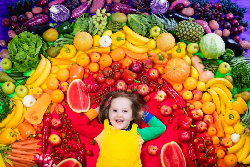 Здоровое питание фрукта и овоща для детей стоковое изображение rf