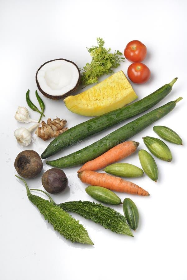Здоровые фрукты и овощи на белой предпосылке стоковые фото