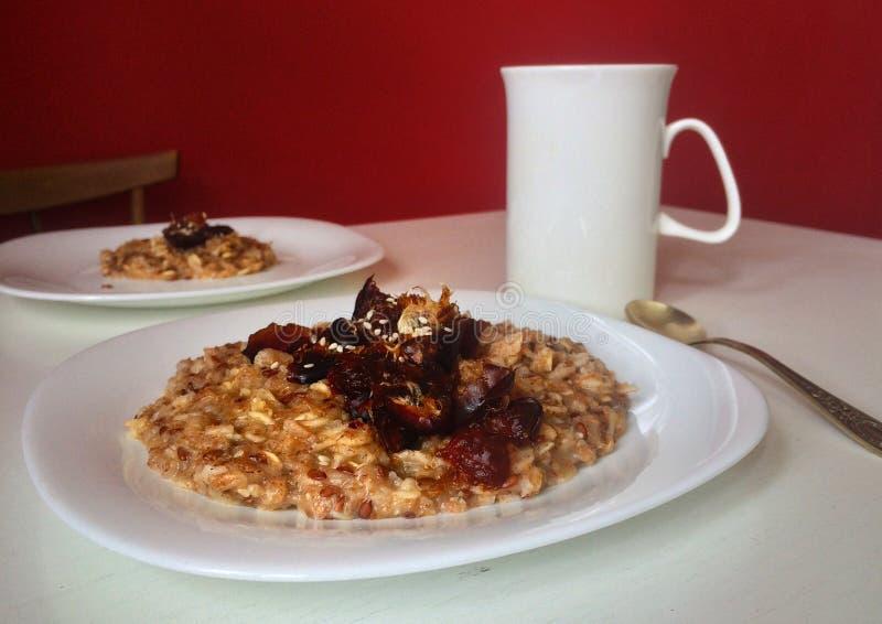 Здоровый завтрак для пригонки или людей вегетарианца стоковые фото