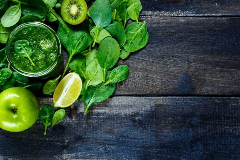 Здоровый зеленый smoothie стоковое фото rf