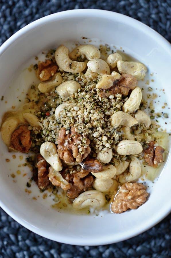 Здоровый ореховый завтрак стоковые изображения