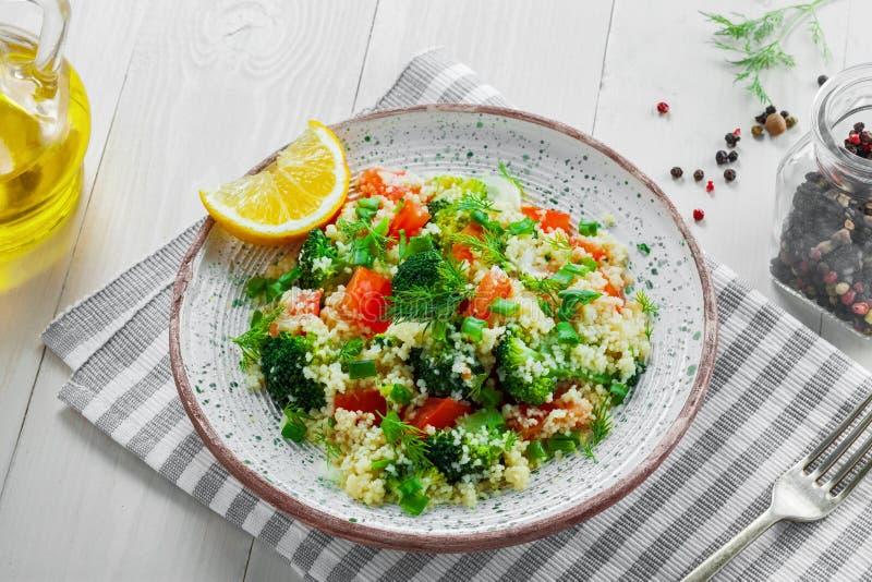 Здоровый салат кускус с овощами стоковое фото