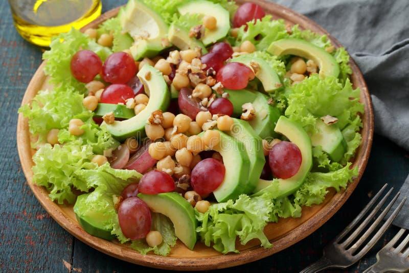 Здоровый салат с авокадоом стоковое фото