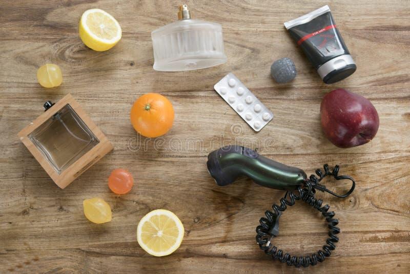 Здоровье образа жизни и красота людей в квартире кладут фото стоковые фото
