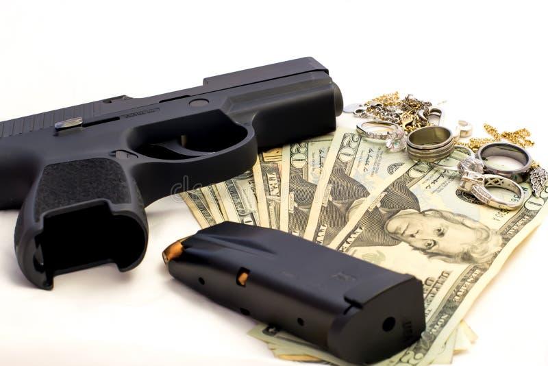 Злодеяние пуль личного огнестрельного оружия выпрямляет ювелирные изделия злодеяния денег оружия стоковые изображения