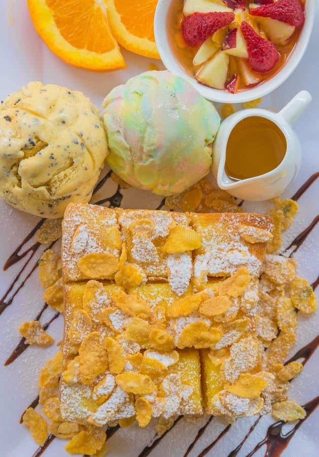 здравица меда с плодоовощ и мороженым на хлебе стоковые изображения