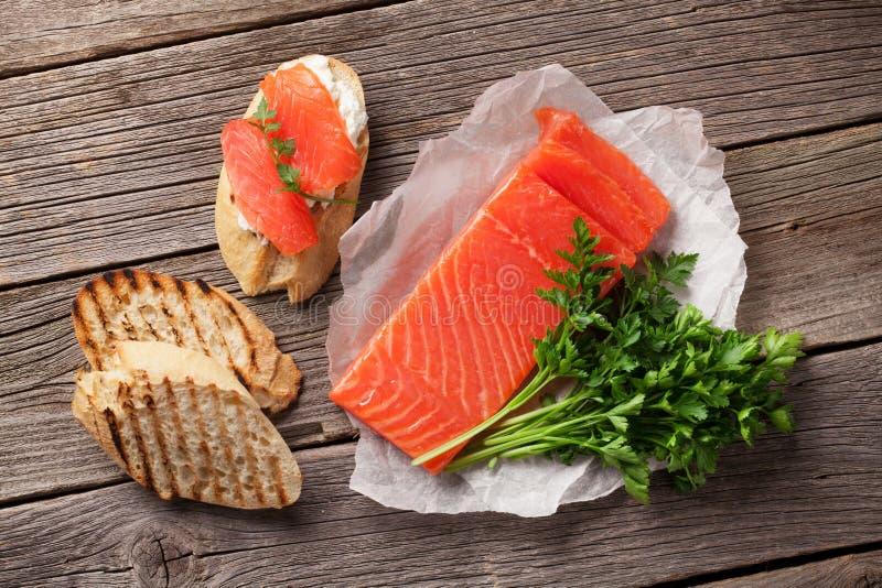 Здравица сандвича с семгами стоковые изображения rf
