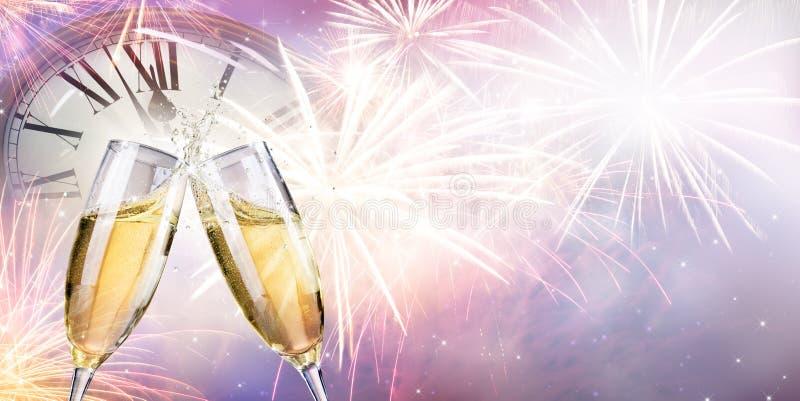 Здравица с фейерверками и Шампанью стоковая фотография rf