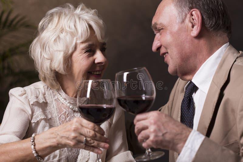 Здравица для бесконечных влюбленности и замужества стоковые изображения