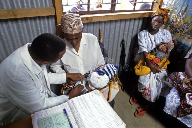 Здравоохранение для кенийских младенцев, Найроби стоковые фотографии rf