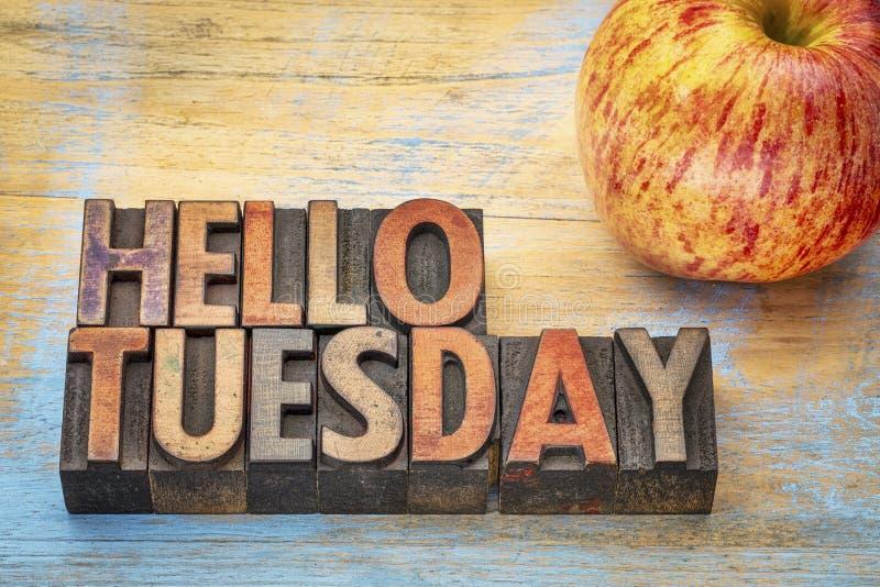 Здравствуйте! вторник в деревянном типе стоковые изображения rf