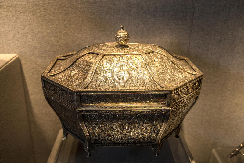 диаграмма восьмиугольная коробка двора геральдики зубила девятнадцатого века серебряная стоковая фотография rf