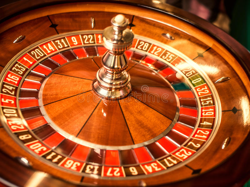 Играть в азартные игры в казино стоковые фотографии rf