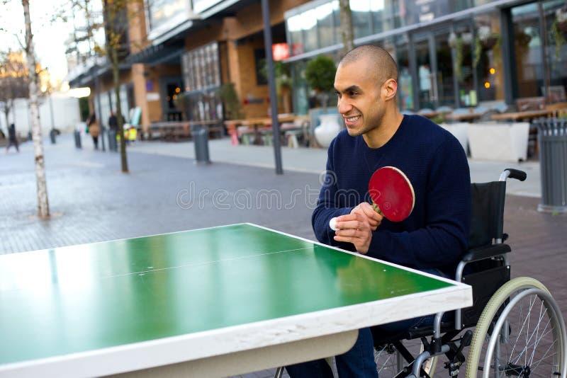 Играть в его кресло-коляске стоковые фотографии rf