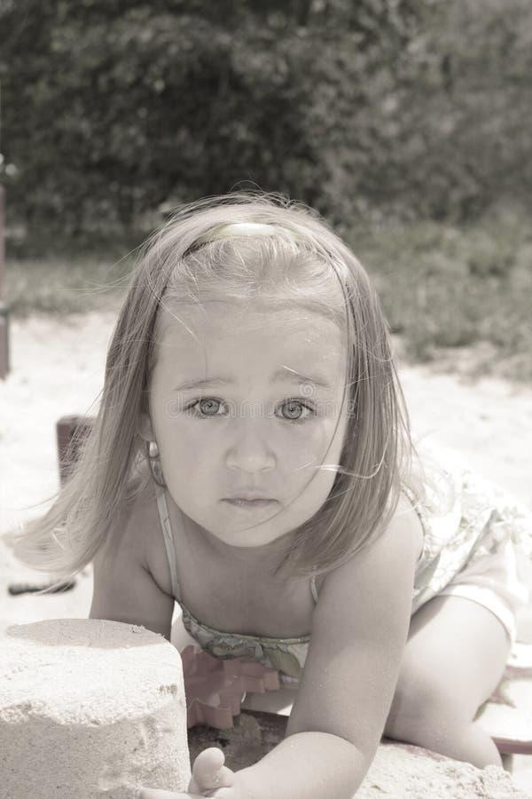Играть в ящике с песком стоковая фотография rf
