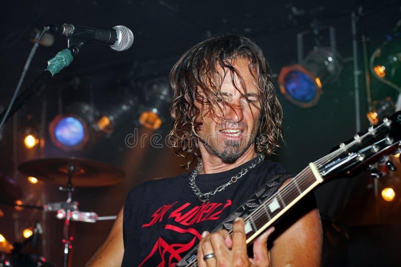 играть гитариста полосы стоковые фотографии rf