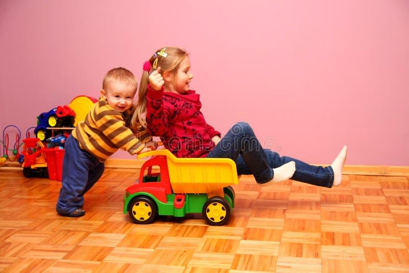 играть детей стоковое изображение
