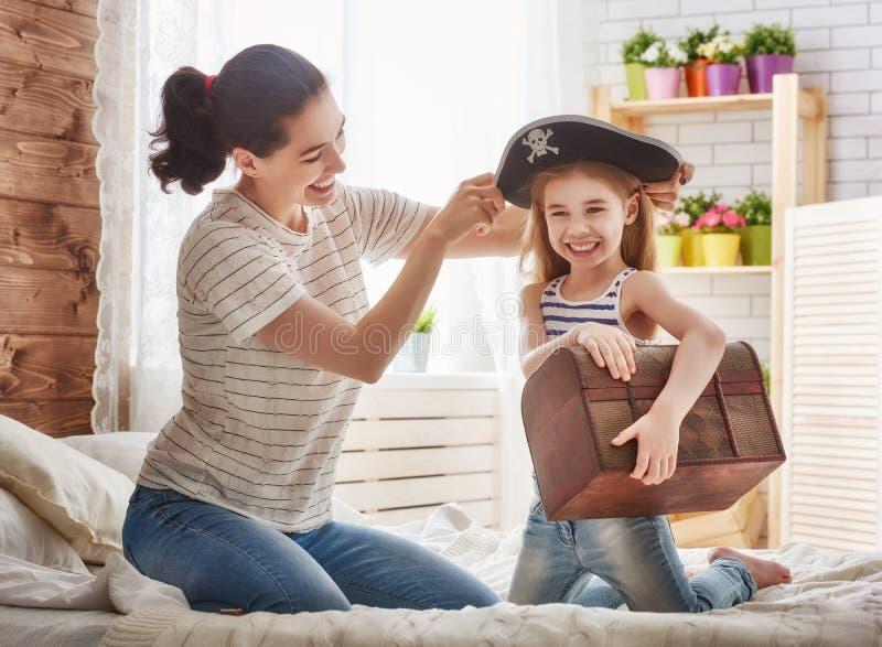 играть девушки матери и ребенка стоковые фото
