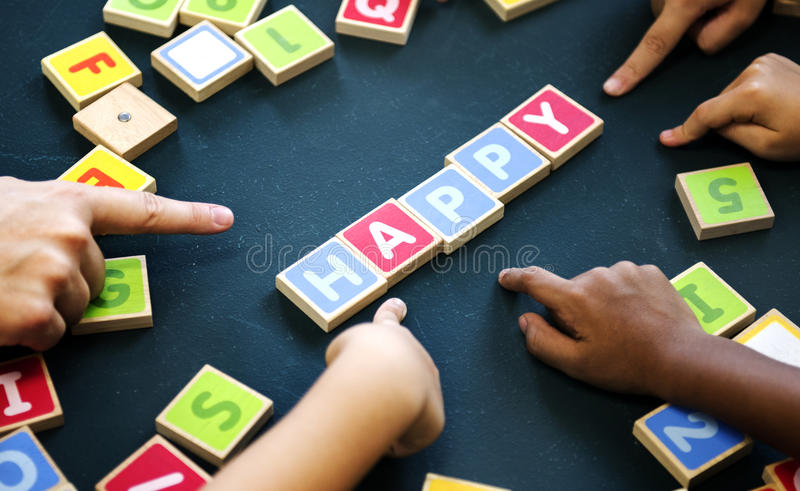Играть деревянную игру терминологии писем алфавитов стоковая фотография rf