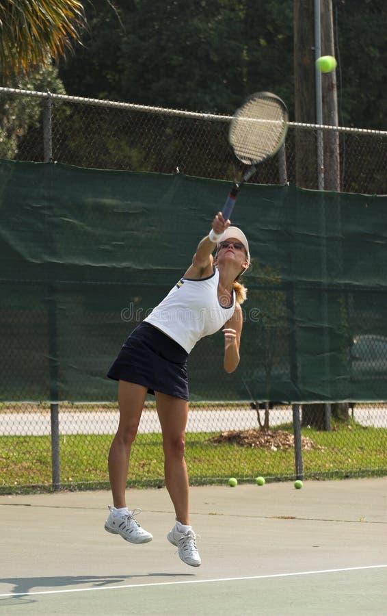 играть женщину тенниса стоковое изображение rf