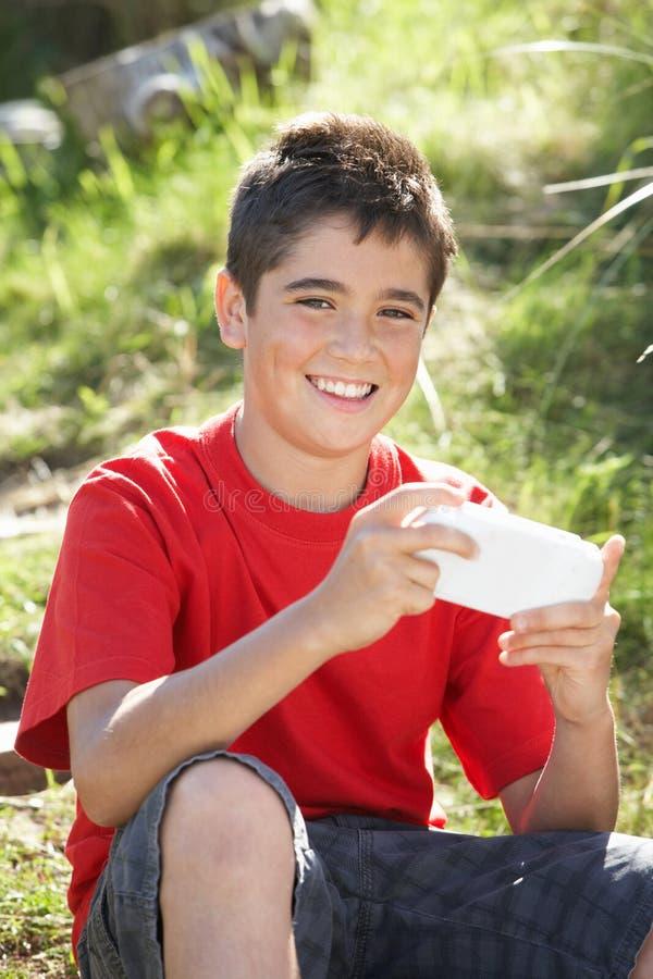 играть компютерной игры мальчика подростковый стоковые изображения