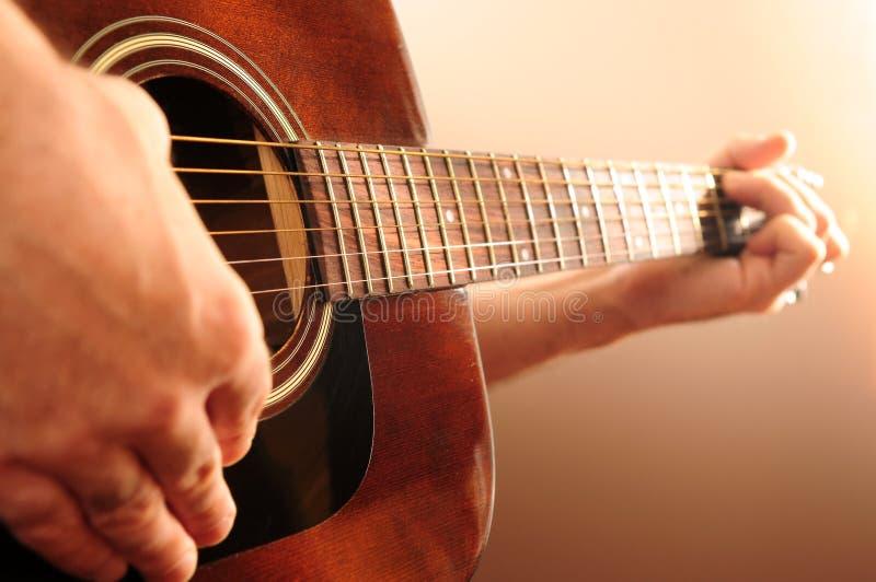 играть персоны гитары стоковые изображения