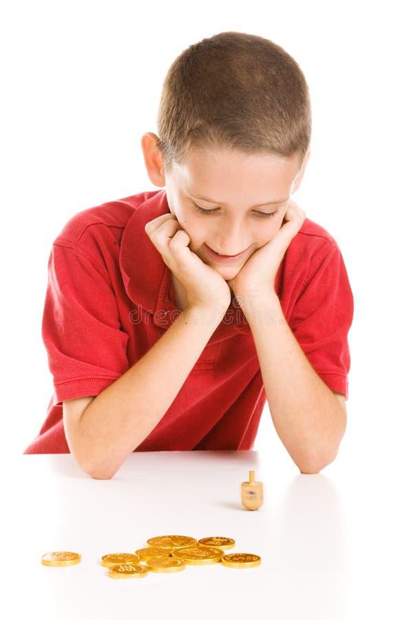 играть dreidel мальчика стоковое фото rf
