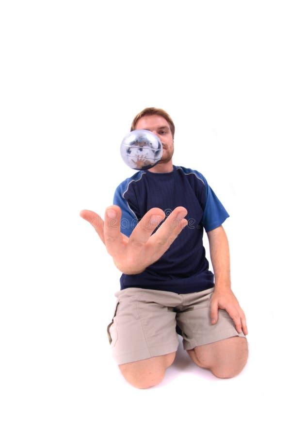 играть petanque человека стоковое фото rf