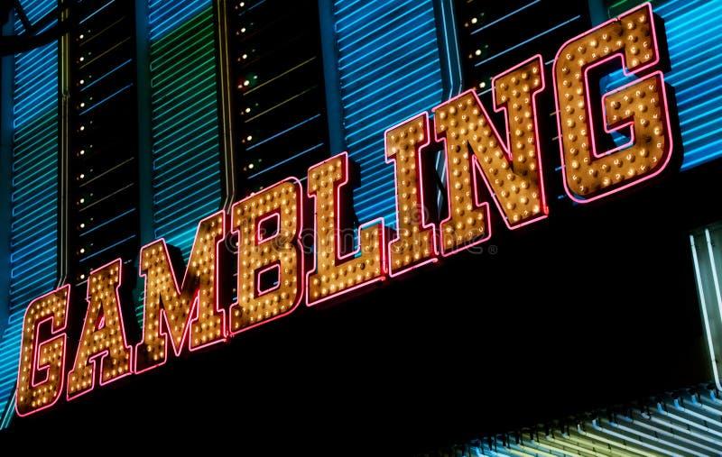 Играя в азартные игры неоновый знак стоковая фотография rf