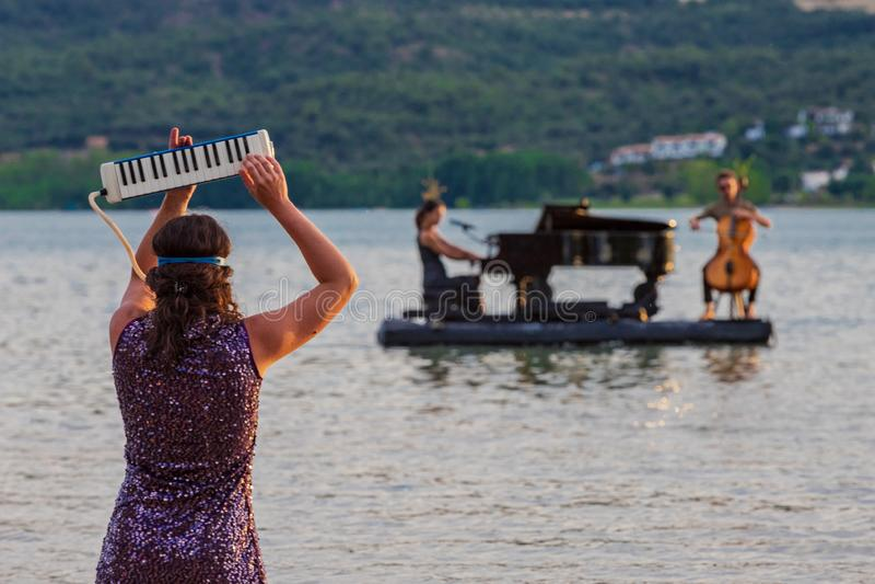 Игра аппаратур на озере стоковое фото rf