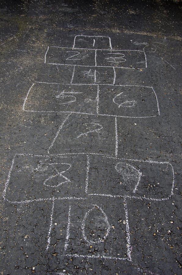 Download Игра классиков на асфальте стоковое фото. изображение насчитывающей driveway - 41656410