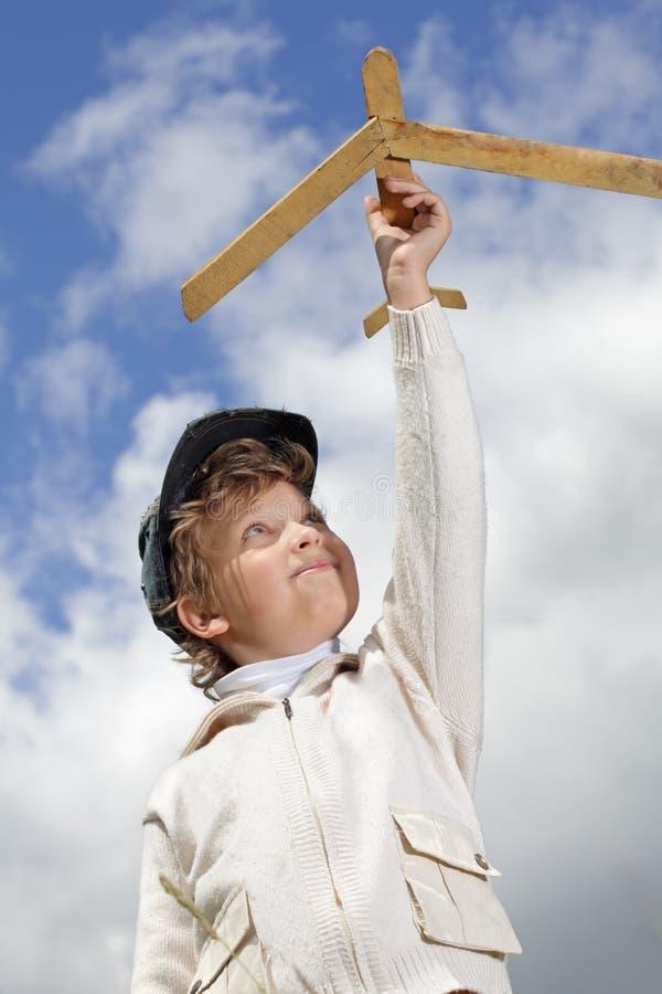 игра мальчика самолета стоковое фото rf
