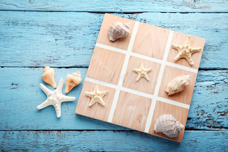 Игра пальца ноги Tic tac seashells стоковое фото rf